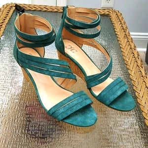 Women's zipper back sandals, size 9